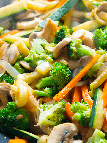Salteado de Verduras y Carne Acompañado con Arroz
