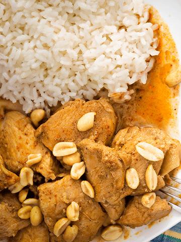 Pollo al Maní con Pure de Espinacas | Recetas Chilenas